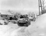 Belgia, 21 I 1945 rok- Kompania I 3 Batalionu 16 Pułku przejeżdża przez miejscowość Schopen.
