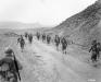Tunezja, 26 II 1943 rok- 2 Batalion 16 Pułku maszeruje przez Przełęcz Kasserine