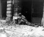 Niemcy, 15 X 1944 rok- Sekcja karabinu maszynowego z 2 Batalionu 26 Pułku na ulicach Akwizgranu.
